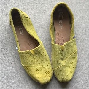Flawless lime green TOMS